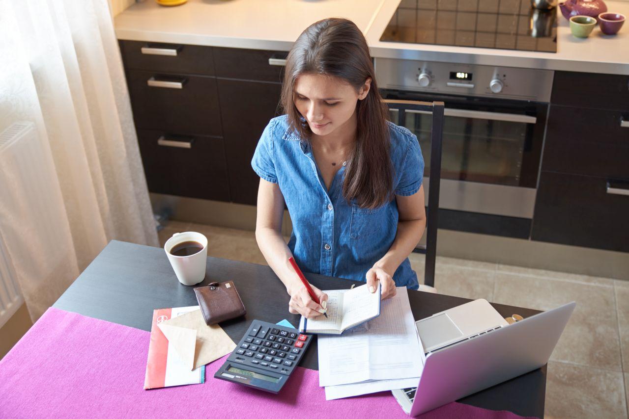 Smanjivanje troškova je moguće vođenjem tablica troškova, ali i malim promjenama u kućanstvu.